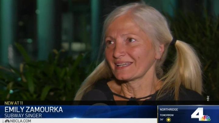 Вести Ru Бездомная россиянка спевшая в американском метро заключит выгодный контракт