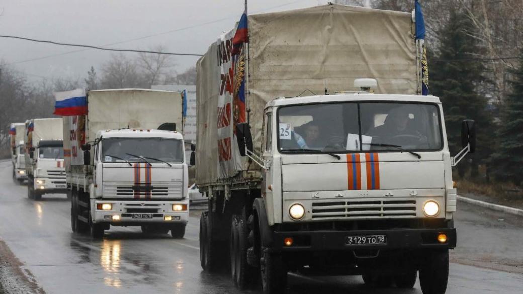 Семь грузовиков российского «гумконвоя» распаковывают в Луганске