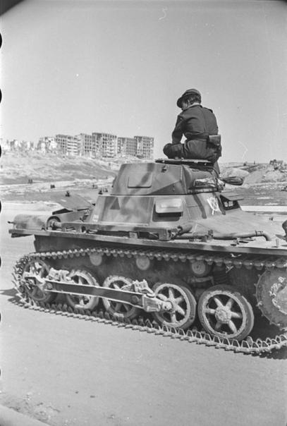 Танковые части испанской армии во время парада в Мадриде; ~ 1939-1940-й гг.