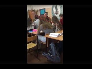 В Калуге педагог бросил школьника на пол, когда пытался выгнать его из класса