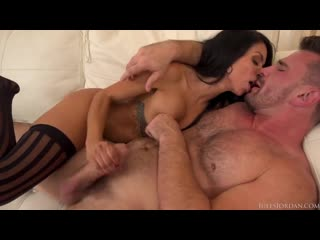 Canela skin latina beauty is your anal sex tour guide around paris _ julesjord (1)