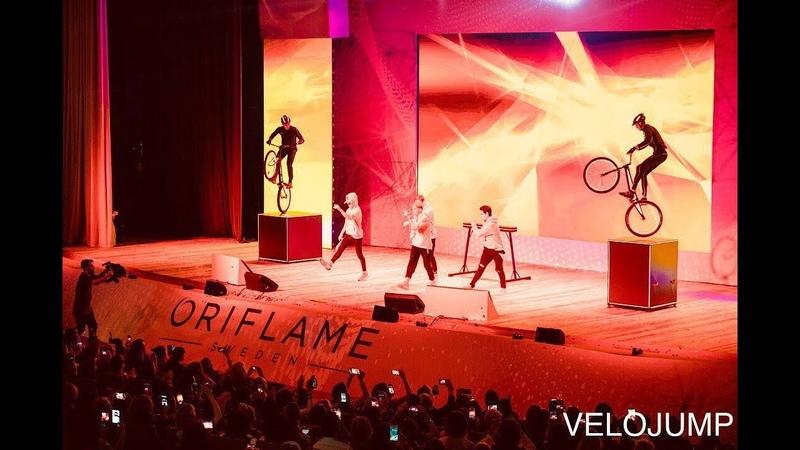 Световое шоу VELOJUMP на презентации Oriflamme Велошоу Велотриал