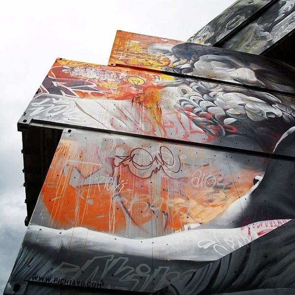 Граффити греческих богов на контейнерах от испанского стрит-арт дуэта Pichi & Avo
