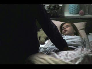 Пока дочка спит, папа лапает ее письку и кончает на нее (инцест отца и дочки, дочь в сперме отца)
