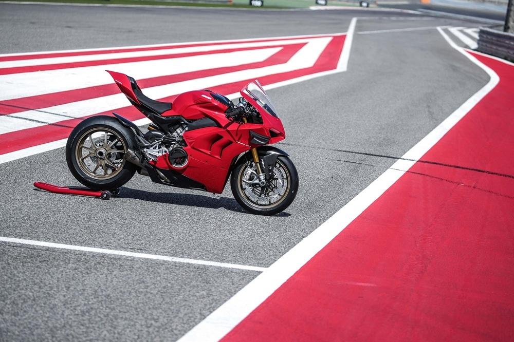 Супербайк Ducati Panigale V4 S 2020 в Бахрейне (фото)