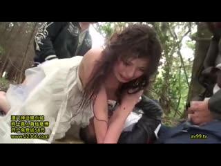 Украли невесту со свадьбы и изнасиловали в лесу при муже ( похитили жену жестко толпой грубо cuckold куколд азиатку японку )