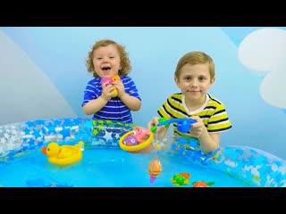 Носики Курносики    ВЕСЁЛАЯ РЫБАЛКА для детей! Даник и Никита играют в рыбалку - Носики Курносики детский канал