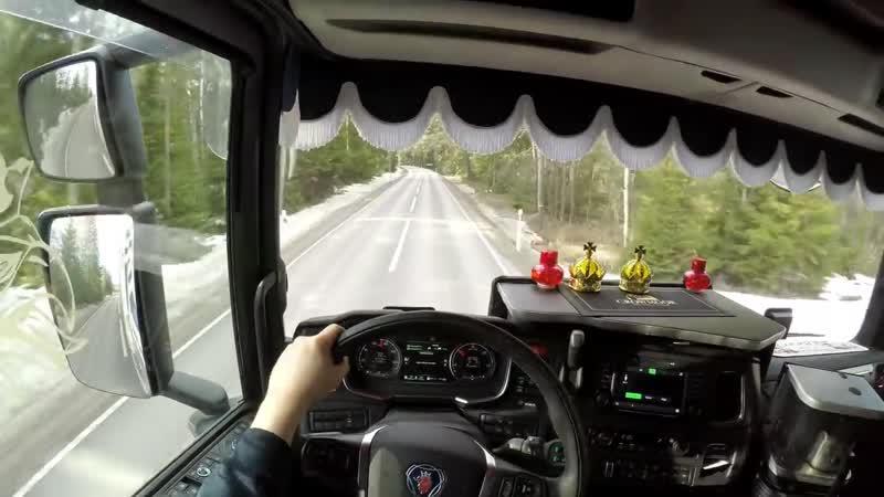 Scania S520 на шведской проселочной дороге NR 77 25 25 метр комбо