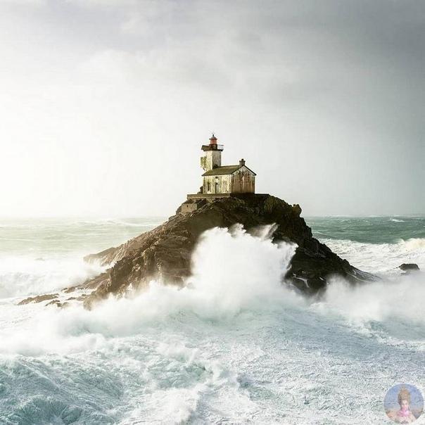 Океан, ветер и бесконечные маяки.