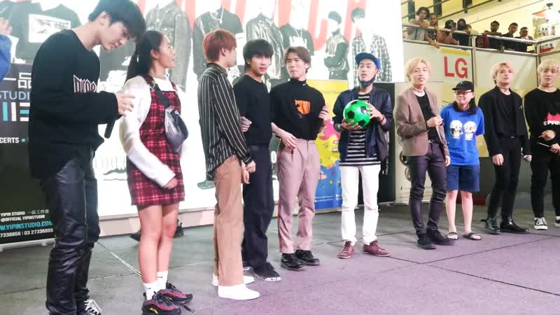 D-Crunch 디크런치 - Playing Game with Fans (Sungei Wang Plaza)