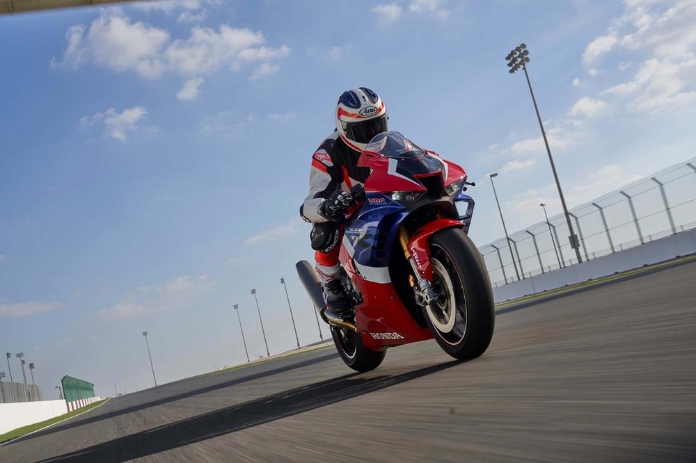 360°-видео: Марк Маркес прокатился на Honda CBR1000RR-R