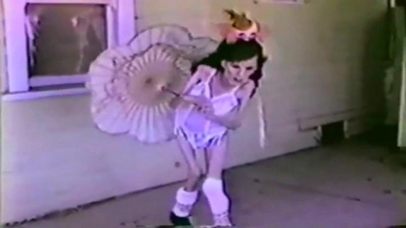 Танцующий худой трансвестит — pic 6