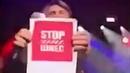 Сергей Шнуров размахивал плакатом «Stop Шиес» на концерте в Сан-Франциско