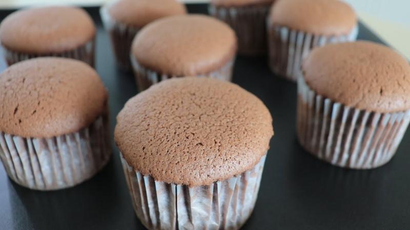 How to make fluffy castella cup cake 초코카스테라컵케이크만들기 No butter cupcake