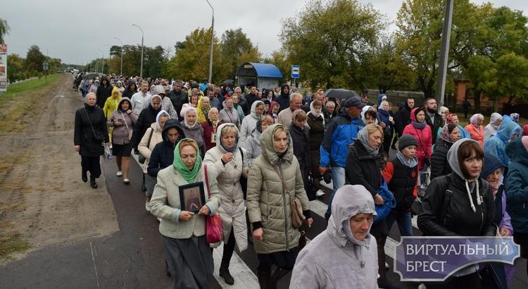 Крестный ход провели по улицам Бреста - от Машерова до Свято-Афанасьевской
