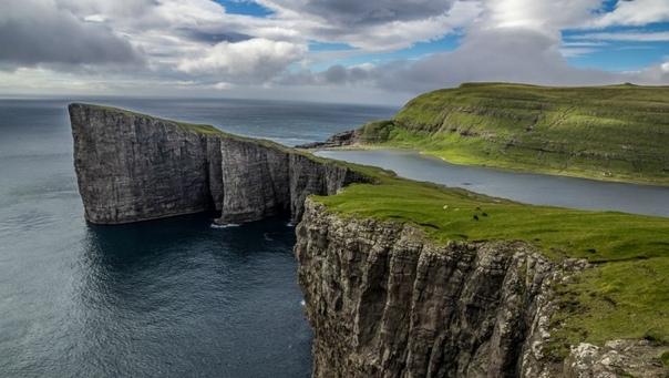Сёрвогсватн - озеро над океаном Озеро Сёрвогсватн (Sørvágsvatn) - наибольшее озеро Фарерских островов, расположенное на острове Воар. Среди путешественников получило неофициальное название