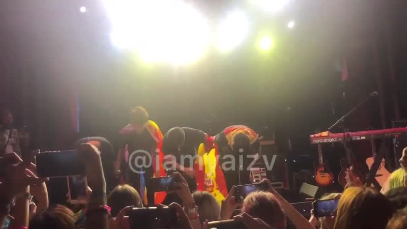 Did we confirm that Sammy ran with the LGBT flag on stage - - We confirm. - - Just a king ️️