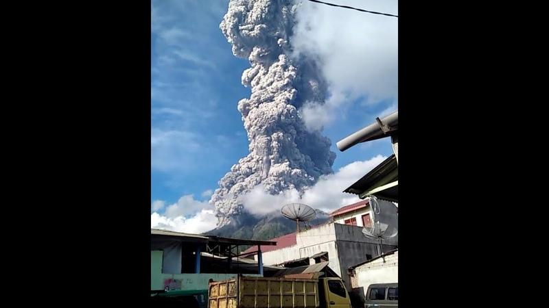 Извержение вулкана Синабунг, Индонезия. 9 июня 2019 года