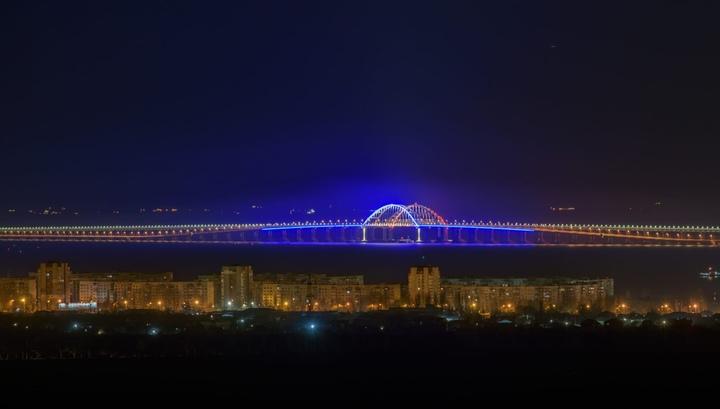 В Час Земли впервые отключали подсветку арок моста через Керченский пролив