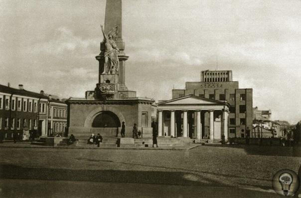 МОСКВА 1920-Х ГОДОВ часть 3Все эти снимки или почти все, были сделаны иностранными фотографами. Впоследствии, они были напечатаны в Германии. Чуть позже в 1928 году, в Берлине, выйдет целый