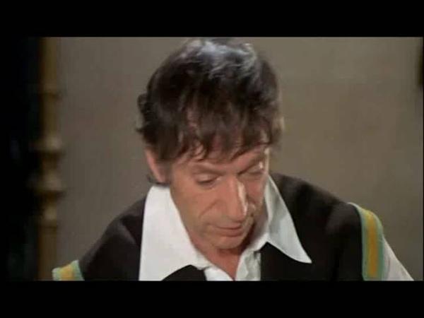 La folie des grandeurs 1971 6 Monseigneur a l'air d'être de bonne humeur ce matin