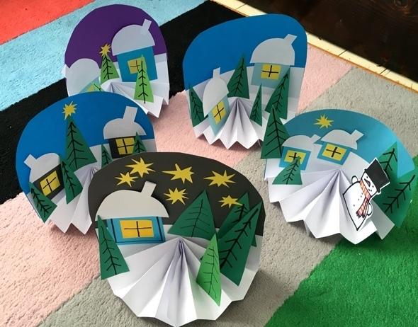 НОВОГОДНИЕ ПОДЕЛКИ ИЗ БУМАГИ Очень необычная и простая в изготовлении новогодняя поделка из цветной бумаги. Подробный мастер класс см. на