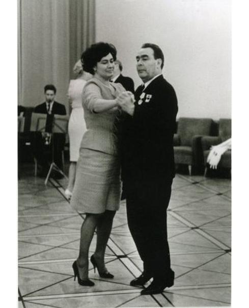 Уникальное фото!  ... Ваше отношение к Брежневу