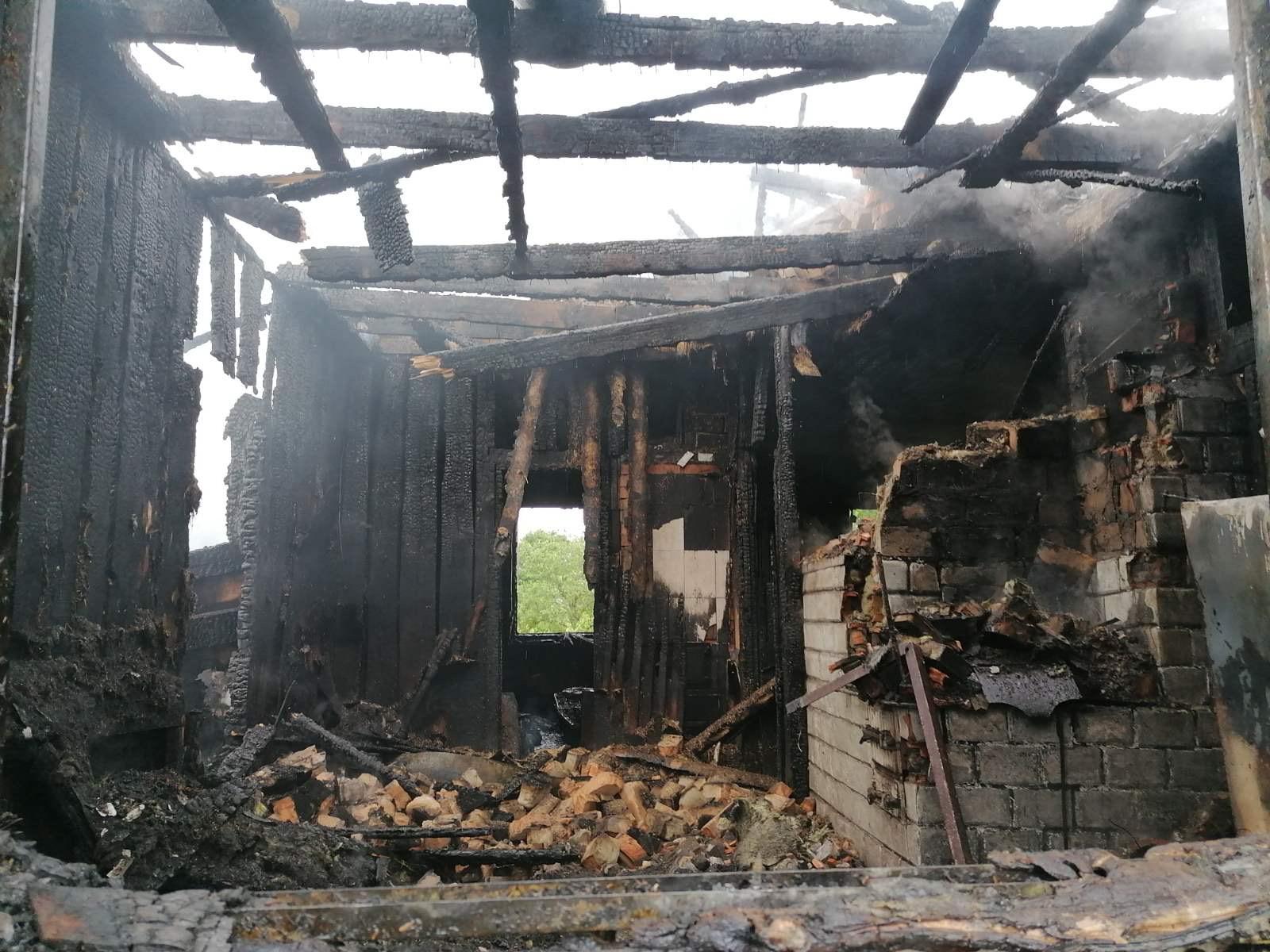 В Заречке сгорел частный дом: огонь уничтожил все имущество жильцов