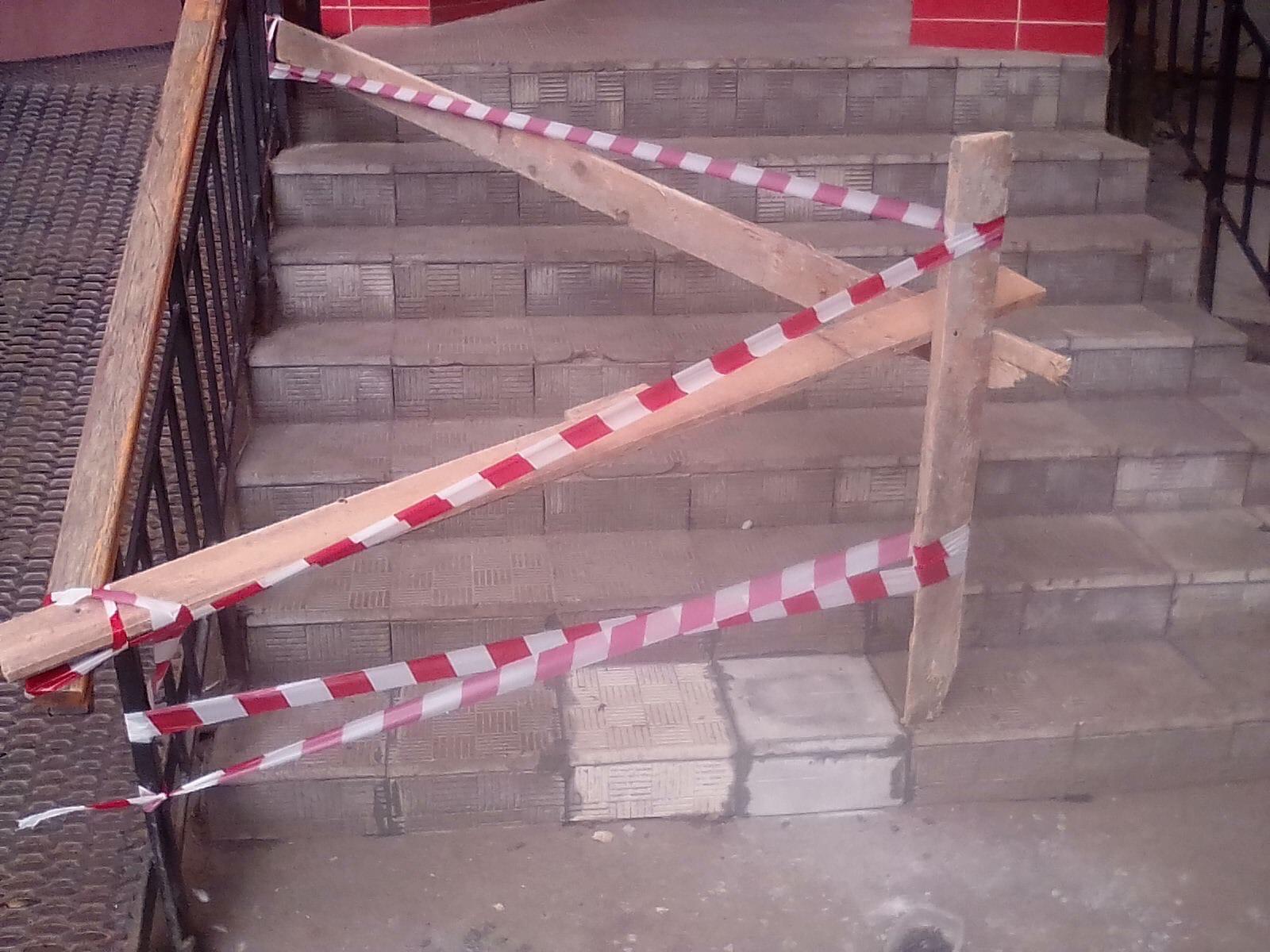 Улица Кольцова дом 15 ремонт ступеньки