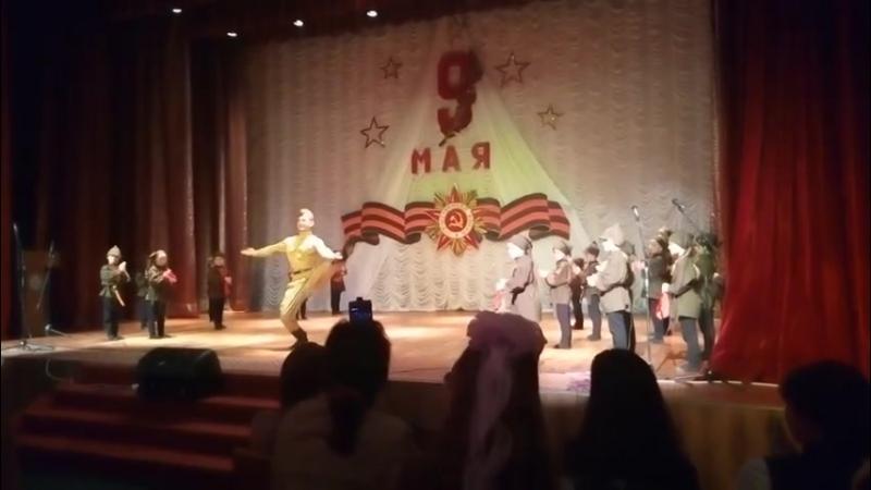 Танец ко Дню Победы в Саваслейке в мае 2018 г. на концерте 9 мая