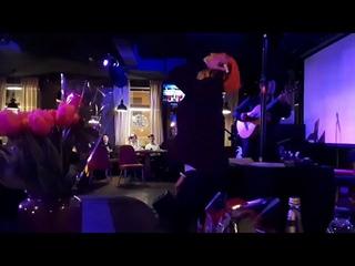 Динар Хурматулин - гитара и Егор Капустин - танцующий ведущий.