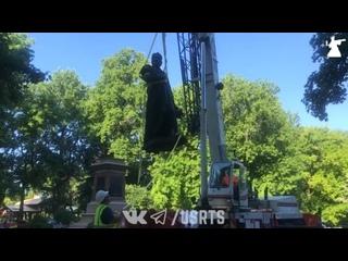 Демонтаж памятника Колумбу в Сент-Луисе - Протесты в США - 16/06/2020