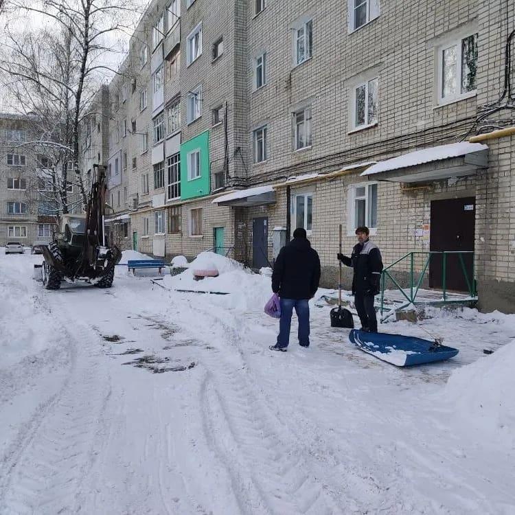 Администрация Петровского муниципального района убедительно просит владельцев автотранспорта не создавать помехи при работе на улицах города специальной техники, задействованной на расчистке
