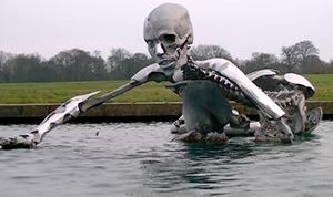 Una delle Statue Transumaniste presso The Grove Hotel - Watford, Hertfordshire, Inghilterra, sede del Bilderberg 2013