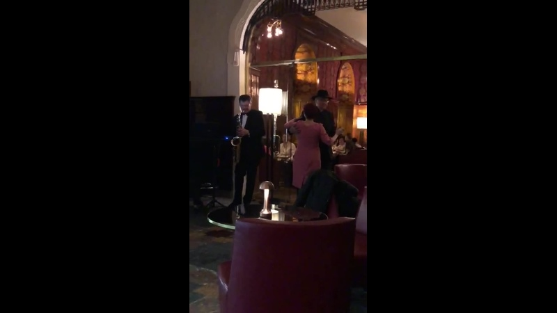 Саксофон в баре Гранд Отеля Европа