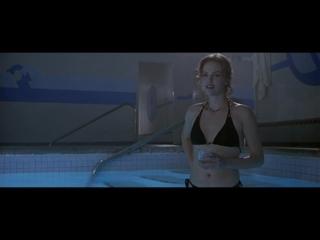 Шарлиз Терон (Charlize Theron) голая в фильме «Азартные игры» (2000)