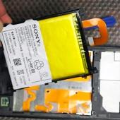 Замена аккумулятор смартфона