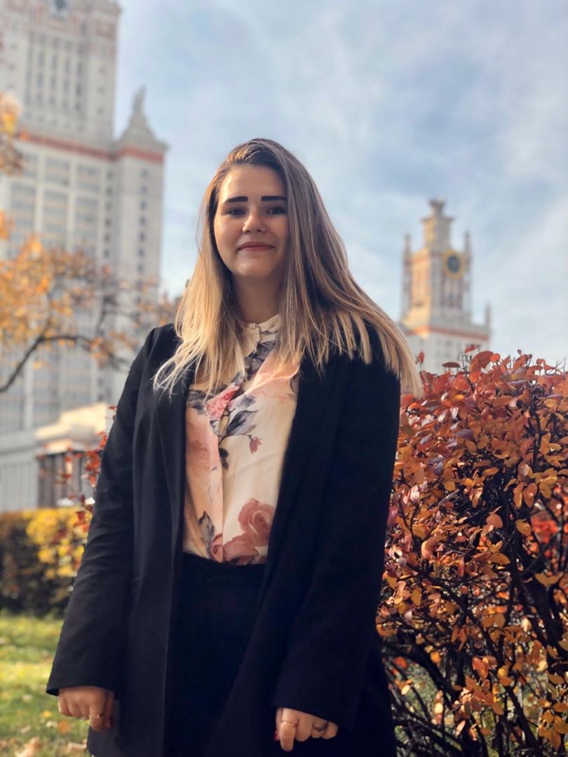 Полина учится на 3 курсе МГУ
