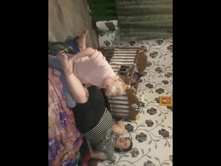 Карина делает массаж мамочке.