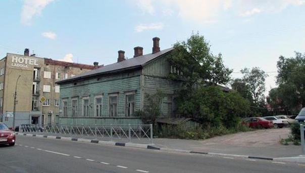 Дом на углу улиц Советской и Карельской. Здесь в 1920-1930-х гг. проживал Арви Оксала с семьёй. Фото с сайта Virtual-Sortavala.