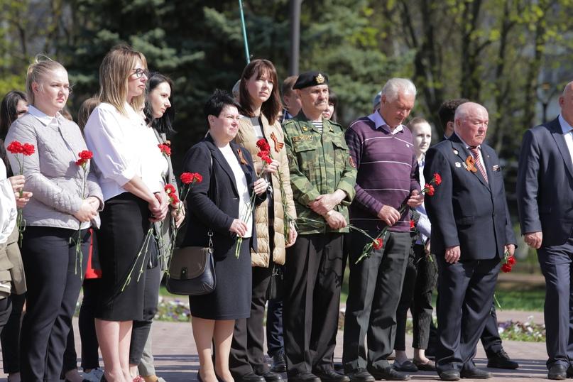 Сотрудники кинокомпании «Союз Маринс Групп» в День Победы почтили память павших в бою за Родину, изображение №2