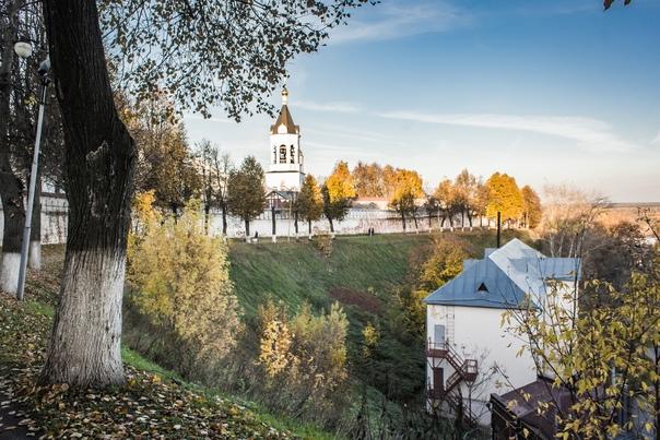 Осень у стен Богородице-Рождественского монастыря...