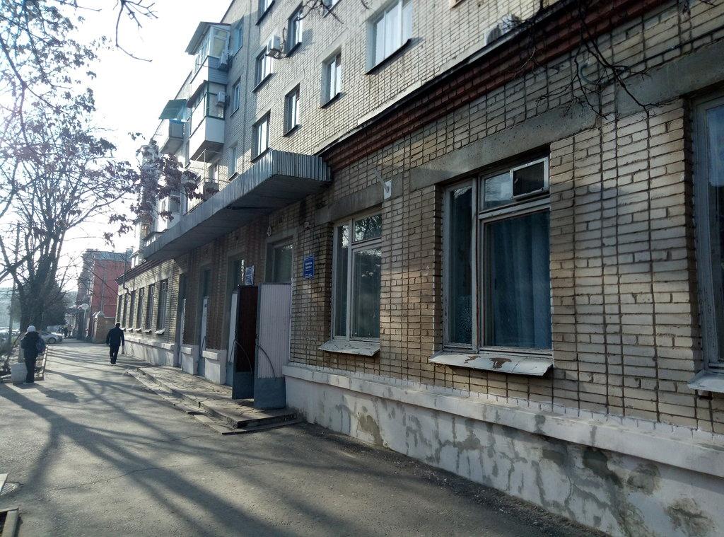 Представители Администрации Таганрога проверили ход ремонта детской поликлиники на Глушко