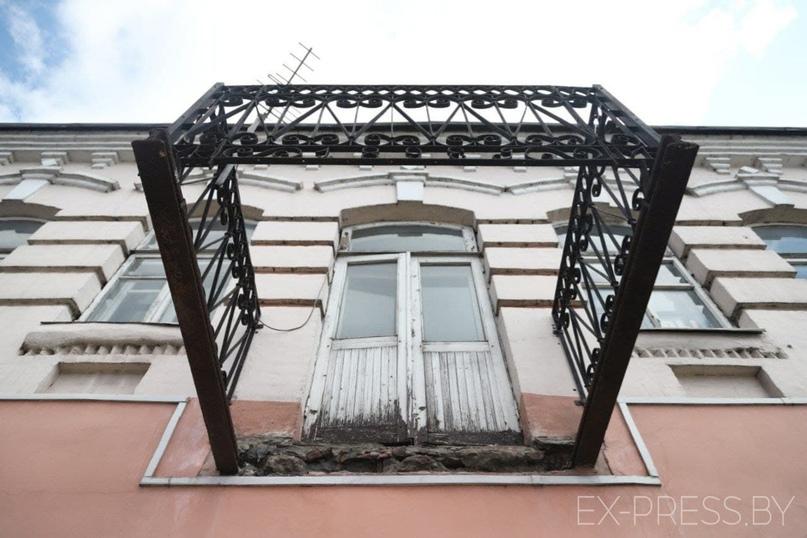 Балкон в старой части Борисова в надлежащий вид не привели