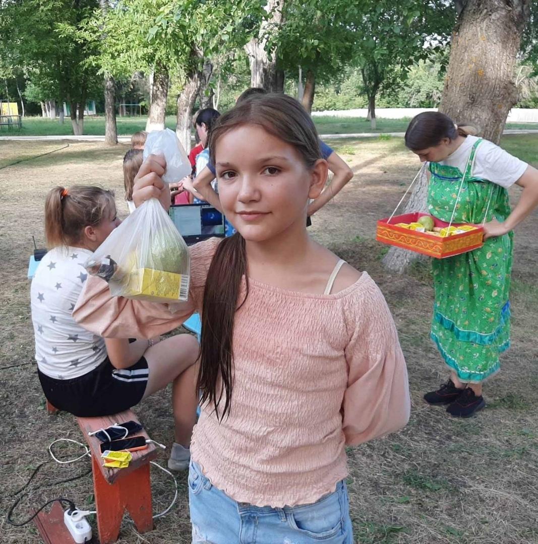 В детском лагере имени А. Гайдара провели ярмарку и конкурс сказочных постановок