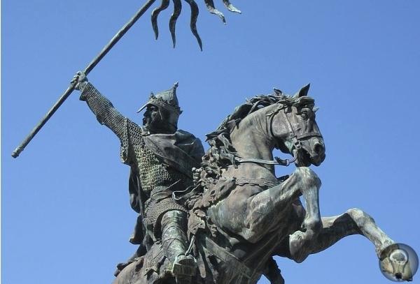 Как Вильгельм-бастард завоевал Англию «Обеими руками держу я теперь землю Англии», сказал, согласно легенде, король Вильгельм, случайно упав во время высадки на британское побережье. Непростая