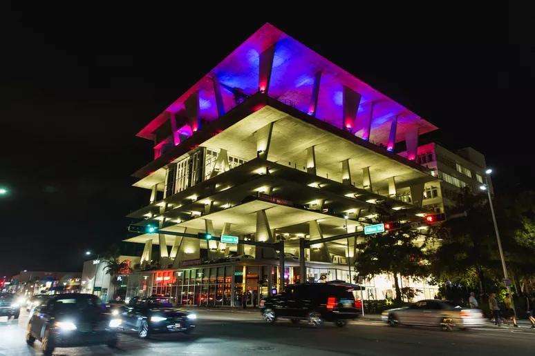 Архитектура автостоянки, 2010, Херцог и де Мерон, 1111 Линкольн-роуд, Майами-Бич, Флорида. Роджер Кисби / Getty Images
