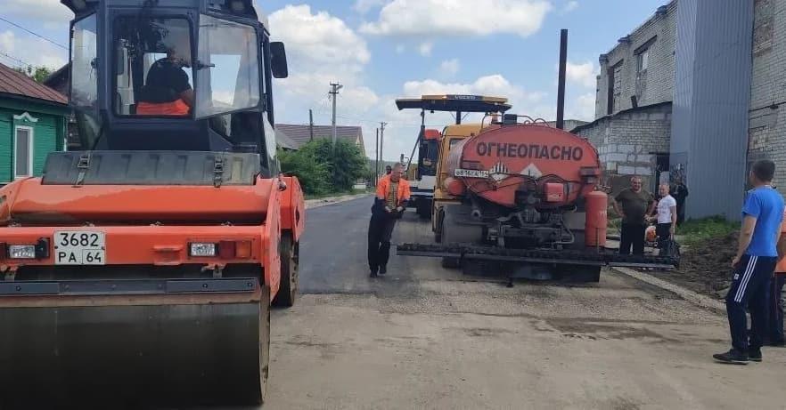 В Петровске на участке улицы Льва Толстого проводятся дорожные ремонтные работы