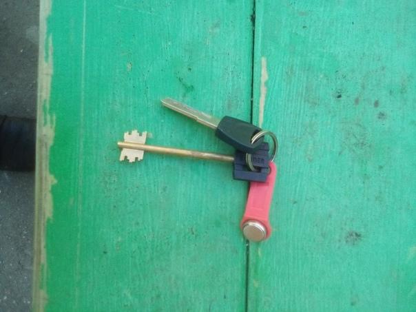 Найдены ключи у дома Комсомольская 28, звоните 892...