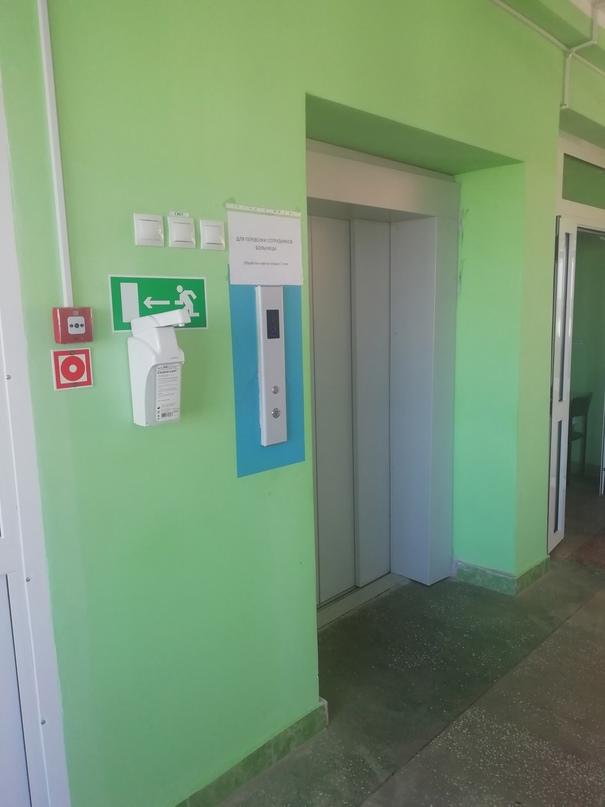 В этом году в больнице были заменены 7 лифтов (из них - 2 пассажирских в городск...
